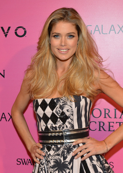 More Pics of Doutzen Kroes Strapless Dress (1 of 3) - Doutzen Kroes Lookbook - StyleBistro