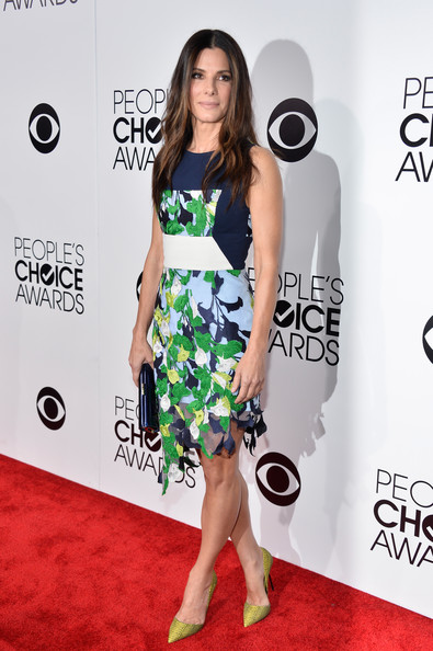Sandra Bullock Print Dress [flooring,footwear,fashion model,carpet,shoulder,fashion,red carpet,joint,dress,catwalk,peoples choice awards,california,los angeles,nokia theatre l.a. live,sandra bullock,arrivals]