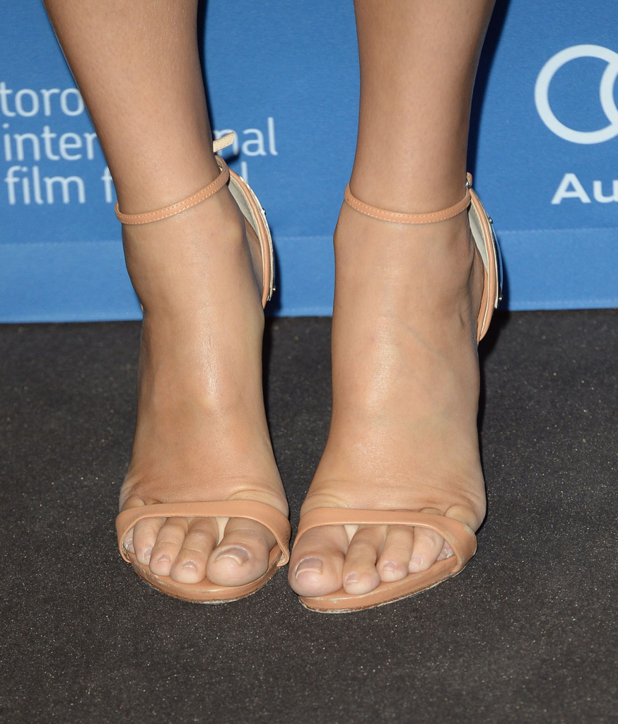 Sandra bullock attended the gravity press conference wearing a pair of sexy nude sandals