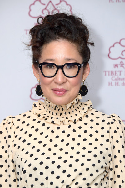 Sandra Oh Dangle Decorative Earrings [eyewear,hair,polka dot,hairstyle,eyebrow,glasses,lip,forehead,pattern,design,sandra oh,new york city,the ziegfeld ballroom,tibet house 33rd annual benefit gala,fashion,polka dot,\u30af\u30e9\u30a4\u30f3\u30c0\u30a4\u30b5\u30e0\u30a2\u30fc\u30ad\u30c6\u30af\u30c4,ginza place,skirt,klein dytham architecture,dress,architecture]