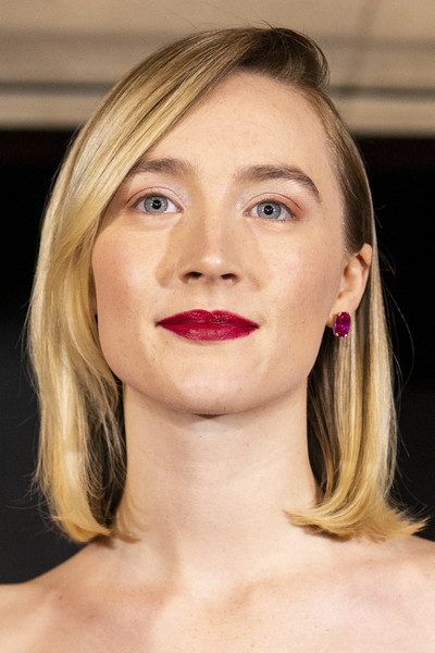 Saoirse Ronan Mid-Length Bob [scotland premiere of mary queen of scots,face,hair,lip,eyebrow,chin,cheek,skin,hairstyle,blond,beauty,saoirse ronan,scotland,edinburgh,premiere of mary queen of scots]