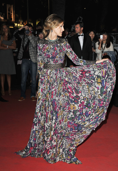 6ce1161eef4 Sarah Jessica Parker Is a Patterned Beauty in an Elie Saab Evening Dress