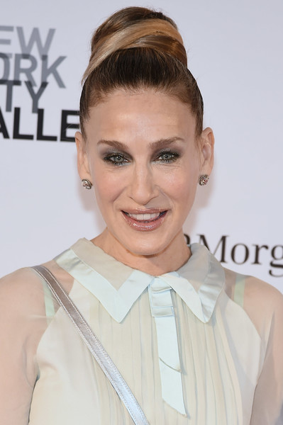 Sarah Jessica Parker Classic Bun [hair,eyebrow,beauty,hairstyle,fashion model,chin,hair accessory,forehead,shoulder,eyelash,new york city ballet 2018 spring gala,new york city,lincoln center,sarah jessica parker]