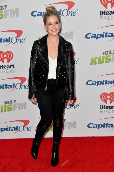 Sarah Michelle Gellar Over the Knee Boots [jingle ball 2017,footwear,flooring,carpet,fashion,outerwear,suit,red carpet,formal wear,shoe,jacket,arrivals,sarah michelle gellar,inglewood,california,kiis fm,capital one,the forum]