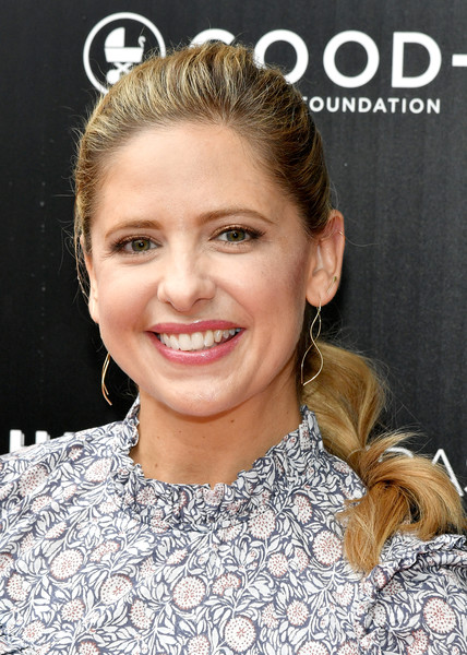 Sarah Michelle Gellar Ponytail [sarah michelle prinze,jessica seinfeld hosts first-ever good foundation halloween bash,jessica seinfeld,hair,hairstyle,face,eyebrow,blond,skin,lip,beauty,chin,forehead,california,hollywood,sunset gower studios,red carpet,first-ever good foundation halloween bash]