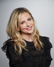 Sarah Michelle Gellar wore her hair past her shoulders in a tumble of waves while visiting LinkedIn.