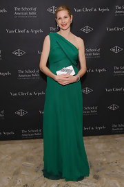 Kelly Rutherford looked elegant in this grecian single-shouldered gown at the Ballet Winter Ball.
