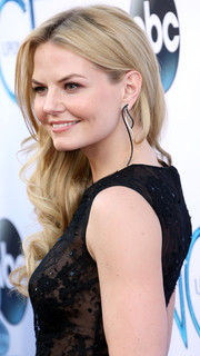 Jennifer Morrison teamed her curly 'do with curvy dangling earrings for a totally sweet look during the 'Once Upon a Time' season 4 screening.