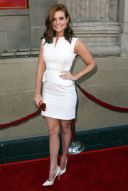 Joanna Garcia-Swisher added a golden pop via a Lee Savage geometric clutch.