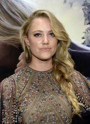 Maika Monroe went for a romantic boho vibe with this loose side braid at the screening of 'The 5th Wave.'
