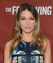 Natalie Zea kept her ombre hair natural an cool with this beachy wavy 'do.