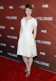Valorie Curry's lace frock looked fun and flirty on the red carpet.