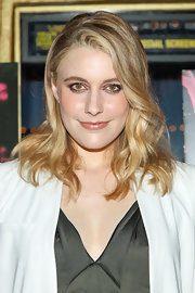 Greta Gerwig rocked a nude lip gloss to complement her barely-there beauty look on the red carpet.