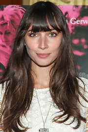Rebecca Dayan kept her brunette tresses looking cool and casual with a natural 'do.