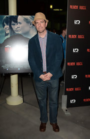Ed Helms kept his look casual and cool with a pair of classic jeans.
