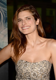 Long natural waves gave Lake Bell and natural and fresh feeling.