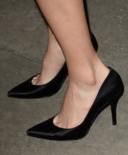 Lake chose a pair of black satin pumps to top off her evening look.