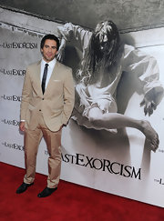 Eli Roth looked striking in a stylish beige suit.