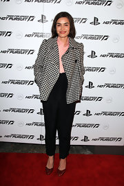 Shannyn Sossamon charmed in red patent evening pumps. The mature heels paired well with the vintage vibe of her high waist pants and houndstooth jacket.