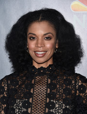 Susan Kelechi Watson attended the finale screening of 'This Is Us' wearing her hair in a voluminous curly style.