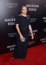 Teresa Palmer attended the screening of 'Hacksaw Ridge' wearing a simple yet elegant midnight-blue maternity gown, featuring a layered bodice and embellished shoulders.
