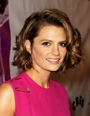 Stana Katic looked super charming with her curled-out bob during the premiere of 'CBGB.'