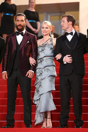 Naomi Watts made a very sophisticated choice with this tiered gray one-shoulder gown by Armani Prive for the 'Sea of Trees' premiere in Cannes.