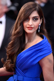 Sonam Kapoor wore her long hair down with lovely waves at the 'Sea of Trees' premiere in Cannes.