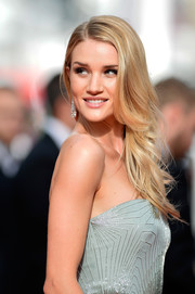 Rosie Huntington-Whiteley opted for a loose side-parted 'do with feathered ends when she attended the premiere of 'The Search.'
