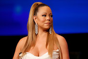 Mariah Carey added some major sparkle to her outfit with a pair of dangling diamond earrings.