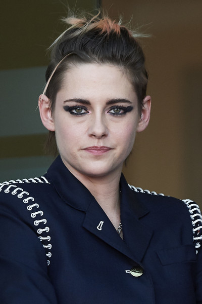 Kristen Stewart amped up the grunge-chic vibe with a smudged smoky eye.
