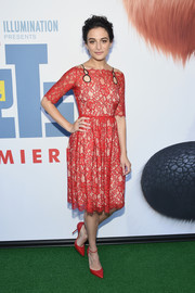 Jenny Slate was classic and elegant in a red lace dress by Huishan Zhang at the New York premiere of 'The Secret Life of Pets.'