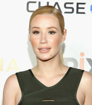 Iggy Azalea wore a sleek side-parted ponytail at the premiere of 'Serena.'