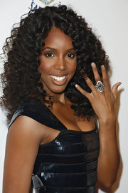 Kelly Rowland flashed her sterling silver cocktail ring which featured a gemstone in the center.