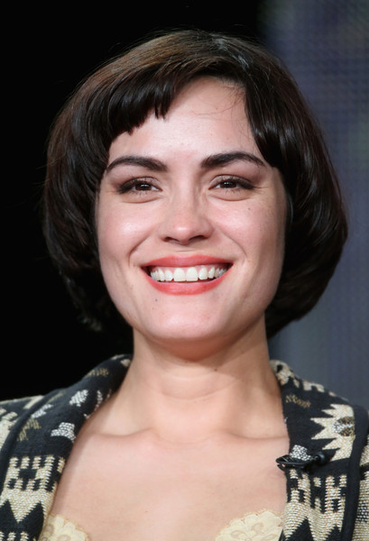 Shannyn Sossamon Bob [wayward pines,hair,face,hairstyle,eyebrow,facial expression,chin,lip,smile,beauty,forehead,winter tca,shannyn sossamon,portion,pasadena,california,langham hotel,fox,panel discussion,winter tca tour]