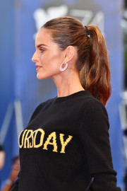 Izabel Goulart added a touch of glam with a pair of diamond hoops by Chopard.