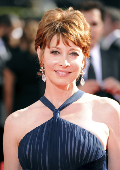Sharon Lawrence Layered Razor Cut [hair,hairstyle,beauty,shoulder,bangs,chin,lip,blond,premiere,brown hair,arrivals,sharon lawrence,primetime emmy awards,california,los angeles,nokia theatre,61st primetime emmy awards]