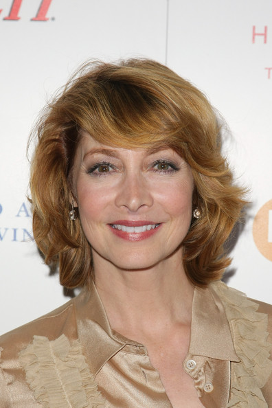 Sharon Lawrence Layered Razor Cut [hair,hairstyle,face,blond,chin,eyebrow,lip,brown hair,layered hair,hair coloring,boa steakhouse,west hollywood,california,dare2care pre-oscar cocktail party,leeza gibbons,sharon lawrence]