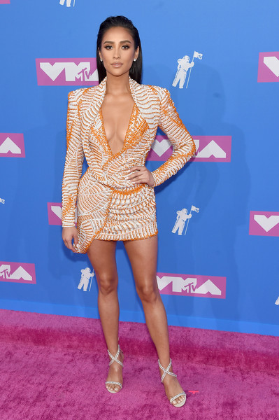 Shay Mitchell Strappy Sandals [red carpet,clothing,carpet,thigh,leg,fashion,fashion model,hairstyle,footwear,dress,arrivals,shay mitchell,mtv video music awards,new york city,radio city music hall]