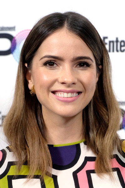 Shelley Hennig Medium Wavy Cut