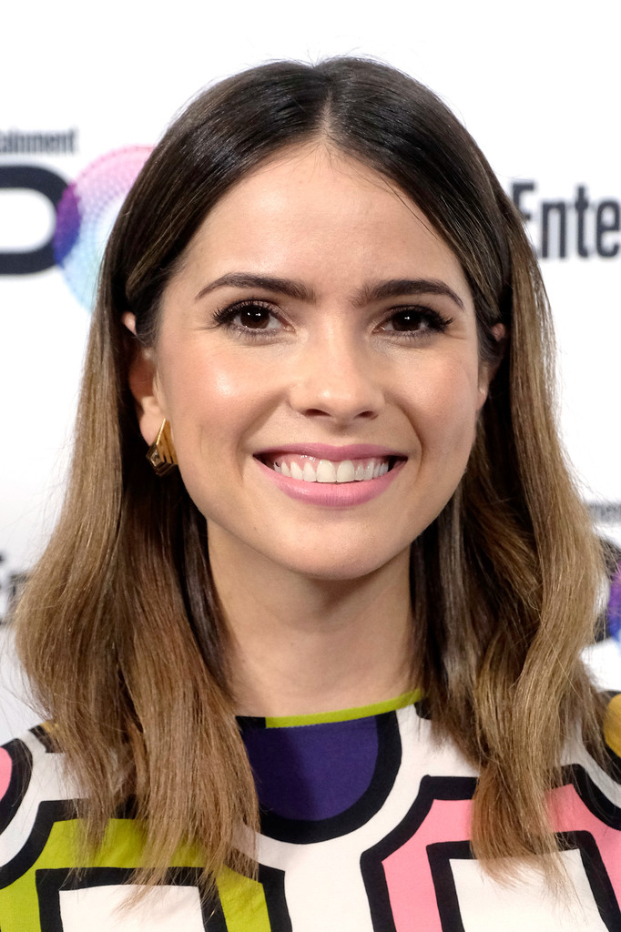 Shelley Hennig Medium Wavy Cut Shelley Hennig Looks