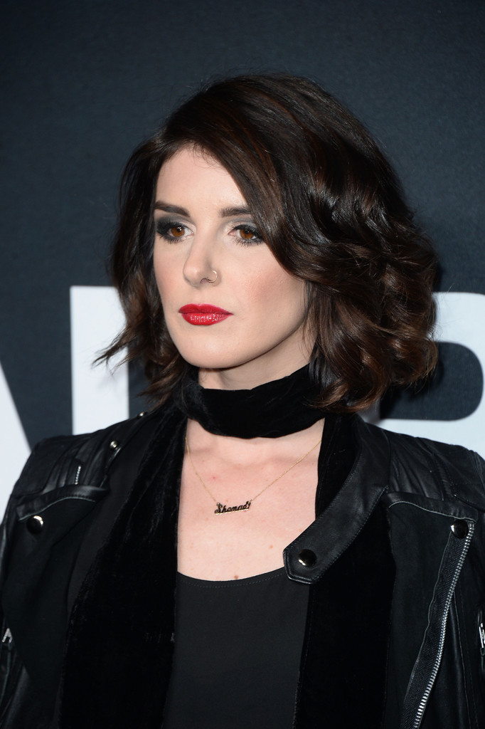 Shenae Grimes Curled Out Bob Short Hairstyles Lookbook