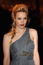 Rachel McAdams gave her look a ravishing touch with classic red lipstick.