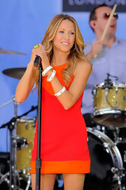 Sheryl Crow rocked out on stage in a retro mini dress and a trio of 18K white gold and resin Circle bangle bracelets.