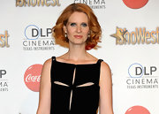 "The ""Sex and the City"" star flashed her famous red hair styled in a flirty curled bob."