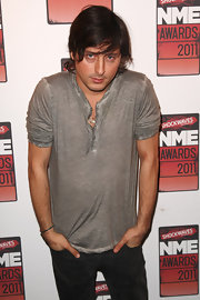 Carl Barat looked casual but rocker in a gray Henley with rolled-up sleeves, giving it added edge.