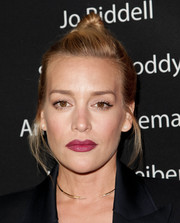 Piper Perabo went youthful and edgy with this top knot at the Showtime Emmy eve party.
