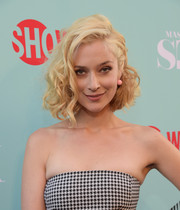 Caitlin Fitzgerald looked fabulous in messy curls.