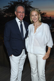 Kelly Rutherford paired a loose white blouse with matching pants for the International Medical Corps summer cocktail event.