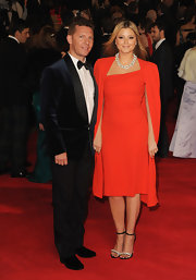 Holly was a caped crusader in this gorgeous red number at the 'Skyfall' world premiere.